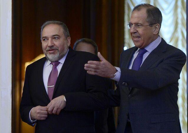 İsrail Dışişleri Bakanı Avigdor Liberman ve Rusya Dışişleri Bakanı Sergey Lavrov