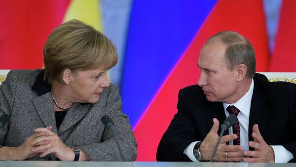 Rusya Devlet Başkanı Vladimir Putin, Almanya Başbakanı Angela Merkel  - Sputnik Türkiye