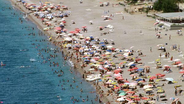 Antalya plaj-turist - Sputnik Türkiye
