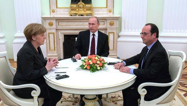 Vladimir Putin  - Angela Merkel - Francois Hollande - Sputnik Türkiye