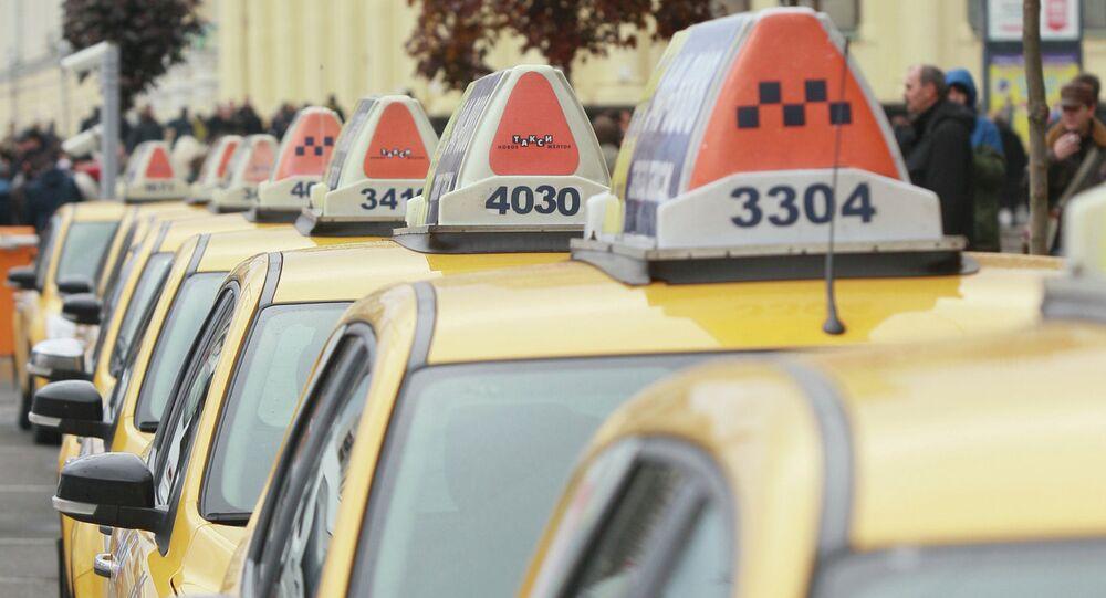 Moskova'da ilk otomatik taksi otoparkı