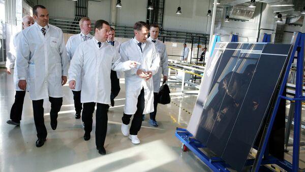 Dmitriy Medvedev Hevel fabrikasında - Sputnik Türkiye