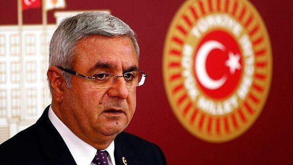 AK Partili Mehmet Metiner, Recep Tayyip Erdoğan'ın daha adil ve eşitlikçi bir dünyanın inşasının gerektiğine vurgu yaptığını savundu. - Sputnik Türkiye