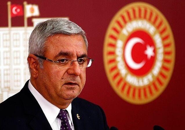 AK Partili Mehmet Metiner, Recep Tayyip Erdoğan'ın daha adil ve eşitlikçi bir dünyanın inşasının gerektiğine vurgu yaptığını savundu.
