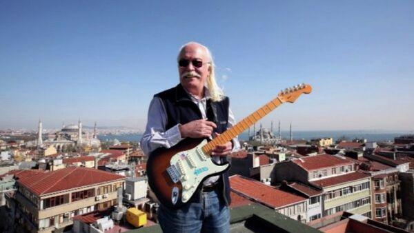 Cahit Berkay - Sputnik Türkiye