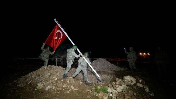 İkinci operasyon da Süleyman Şah'ın naaşının nakledileceği Suriye Eşmesi'ndeki bölgeye yönelik oldu. - Sputnik Türkiye