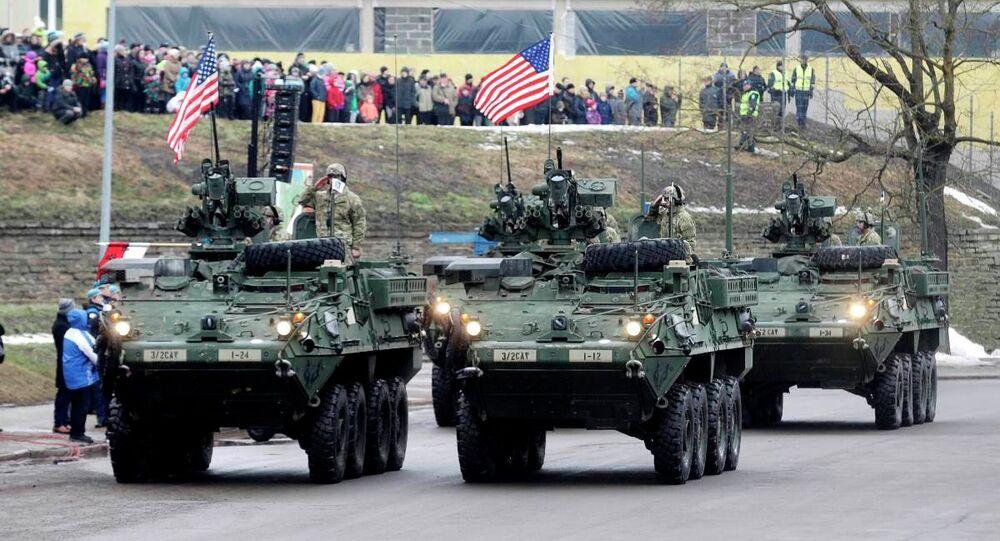 Estonya askeri geçit
