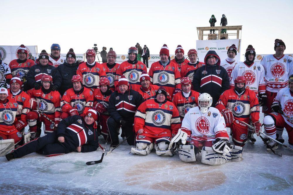 'Ulusal Hokey Ligi (NHL) Alanı Baykal' Festivali çerçevesinde yapılan Dostluk Maçı sonrasında hokeyciler