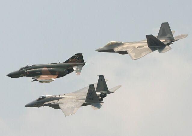 F-4E uçakları