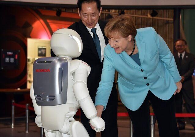 Almanya Başbakanı Angela Merkel- Asimo