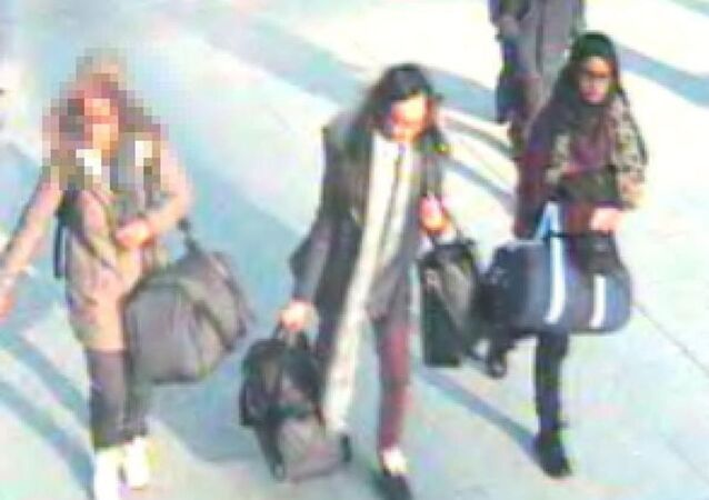IŞİD'e katılmak isteyen 3 genç kızın 17 Şubat günü yerel saatle 12.40'da THY'ye ait TK 1966 sefer sayılı yolcu uçağıyla İstanbul'a gittikleri tespit edildi.