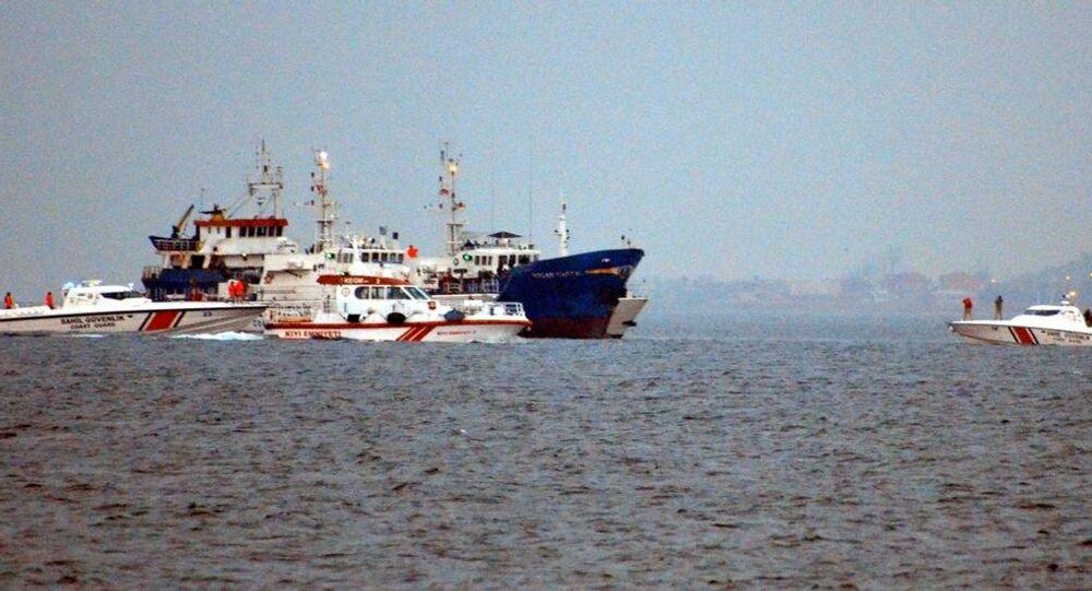 Marmara Denizi'nde kaçak göçmen taşıdığı ihbar edilen gemiye operasyon