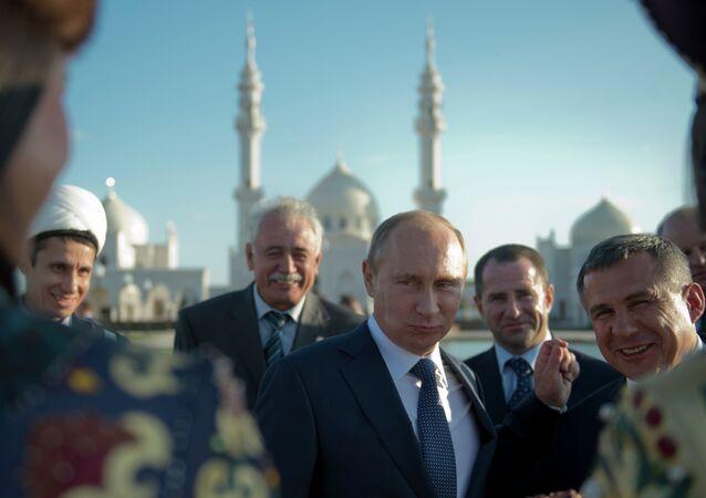 Ruysa Devlet Başkanı Vladimir Putin, Tataristan'daki Beyaz Cami'yi ziyaret etti.