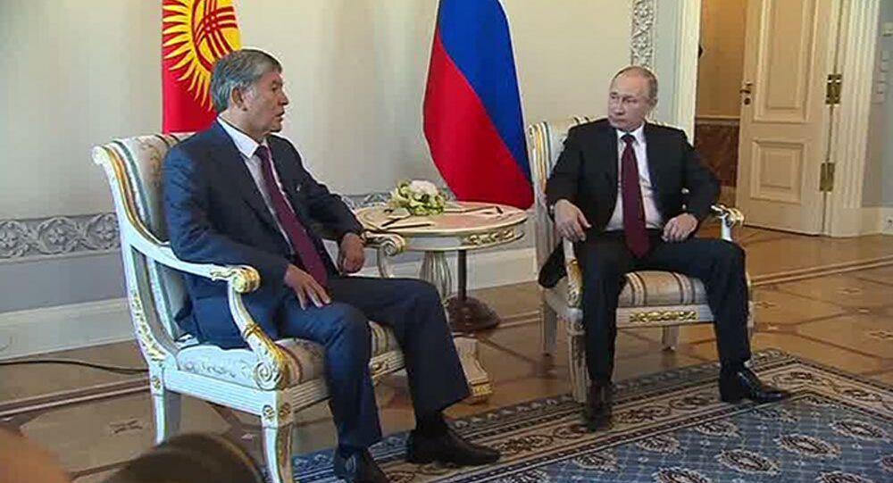Rusya Devlet Başkanı Vladimir Putin -  Kırgızistan Devlet Başkanı Almazbek Atambayev