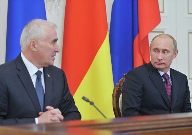 Rusya Devlet Başkanı Vladimir Putin ve Güney Osetya lideri Leonid Tibilov
