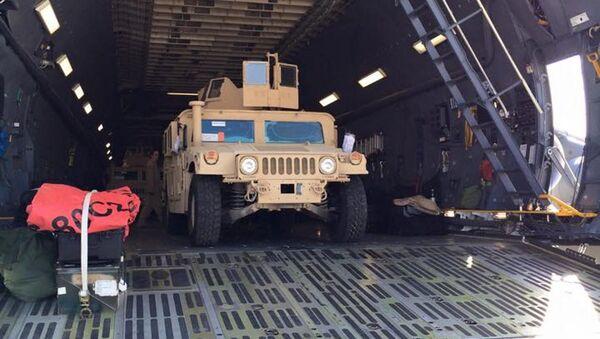 ABD'nin Ukrayna'ya gönderdiği ilk parti Humvee askeri araçları - Sputnik Türkiye