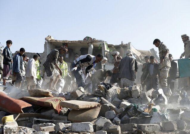 Yemen Cumhurbaşkanı Hadi'nin çağrısına yanıt veren Suudi Arabistan ve bölge müttefikleri Şii Husilerin denetimindeki başkent Sana'yı havadan bombalandı.