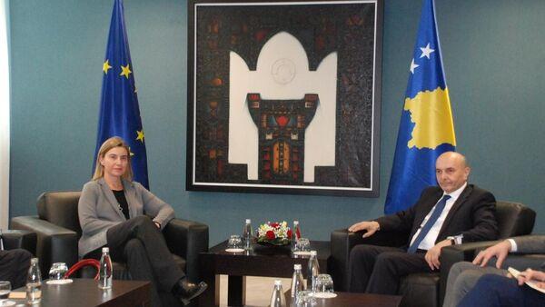 AB Dış İlişkiler ve Güvenlik Politikası Yüksek Temsilcisi Federica Mogherini ve Kosova Başbakanı İsa Mustafa - Sputnik Türkiye