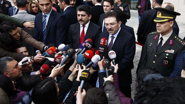 İstanbul Emniyet Müdürü Selami Altınok  adliye önünde basın mensuplarına açıklama yaptı. - Sputnik Türkiye