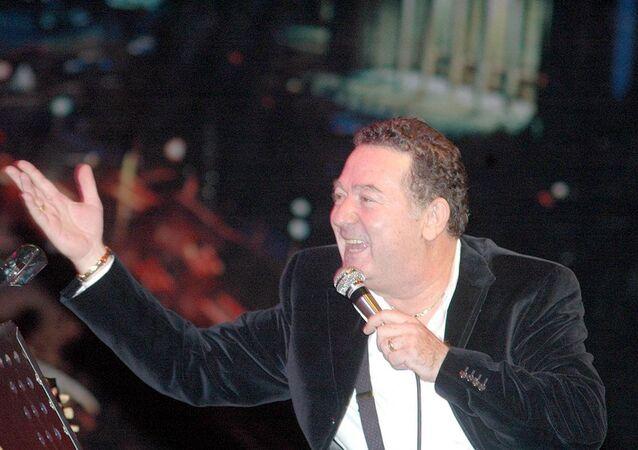 Şarkıcı Kayahan