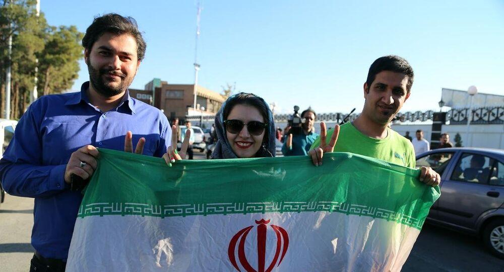 İran'ın başkenti Tahran'da halk, nükleer anlaşmada uzlaşma haberinin ardından sokaklara çıktı.