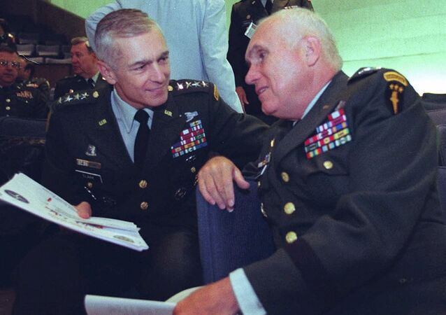 Eski NATO komutanı Wesley Clark ve emekli ABD'li komutan Robert Scales