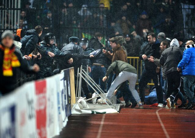 Rusya Premier Lig'inde Torpedo Moskova ile Arsenal Tula arasında oynanan maçta taraftarlar birbirine girdi.