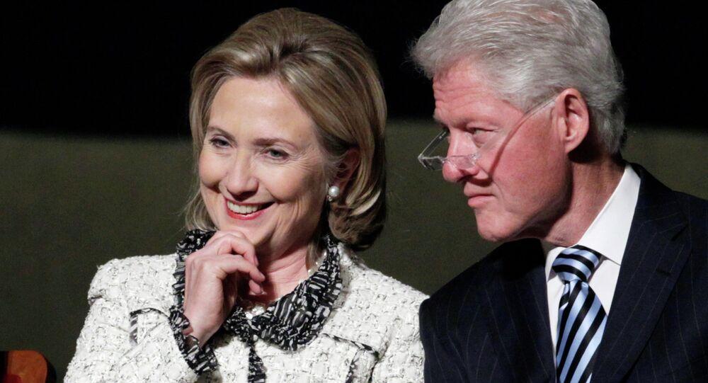 Eski ABD Dışişleri Bakanı Hillary Clinton ve eski başkan olan eşi Bill Clinton