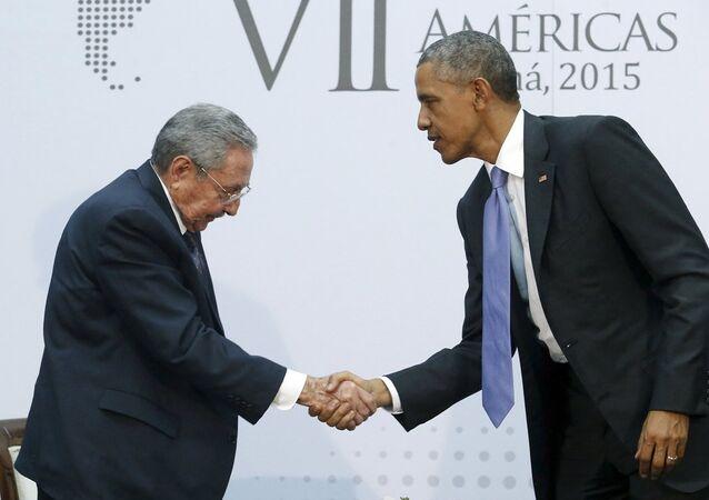 ABD Başkanı Barack Obama ve Küba Devlet Başkanı Raul Castro