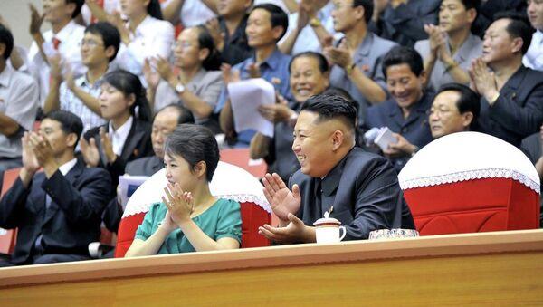 Kuzey Kore lideri Kim Jong-un ve eşi Ri Sol-Ju - Sputnik Türkiye