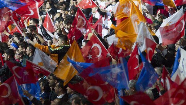 AK Parti Seçim Beyannamesi ve Aday Tanıtım Toplantısı, Ankara Arena Spor Salonu'nda yapıldı. Toplantıya çok sayıda partili katıldı. - Sputnik Türkiye