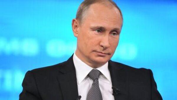 Rusya Devlet Başkanı Vladimir Putin, Rus televizyon kanalları ve radyo kurumlarının canlı olarak yayınladığı  yıllık 'Vladimir Putin ile Direkt Hat Programı'sırasında Rusların sorularını yanıtlıyor - Sputnik Türkiye