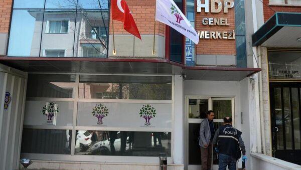 Çankaya'daki Halkların Demokratik Partisi (HDP) Genel Merkezi binasına silahlı saldırı düzenlendi. - Sputnik Türkiye