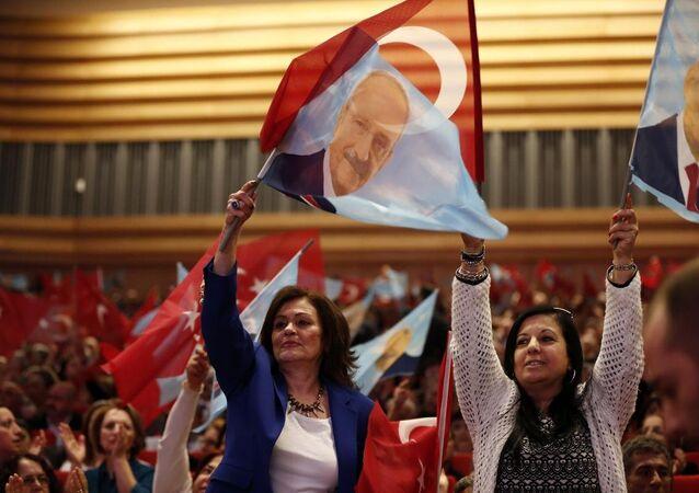 CHP Seçim Bildirgesi ve Aday Tanıtım Toplantısı'na çok sayıda partili katıldı.