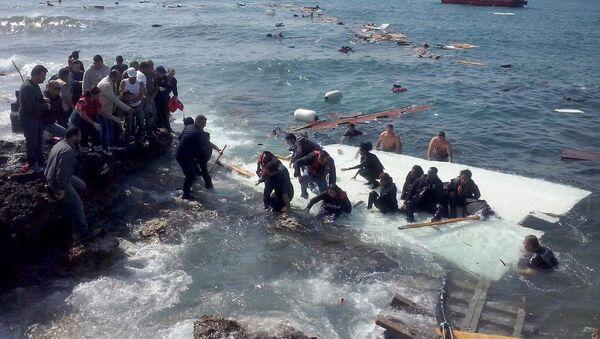 Göçmen taşıyan tekne battı - Sputnik Türkiye