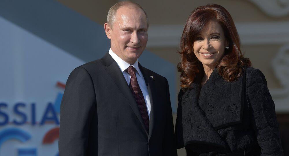 Arjantin Devlet Başkanı Cristina Fernandez de Kirchner ve Rusya Devlet Başkanı Vladimir Putin