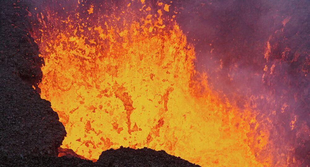 Kamçatka'daki Tolbaçik yanardağı