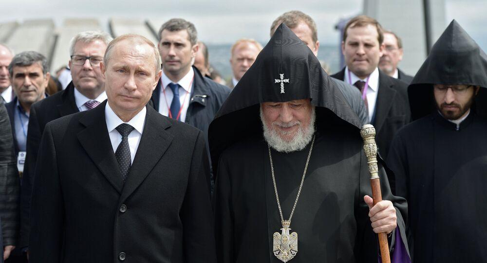Dünya Ermenileri ruhani lideri ve Ermeni Apostolik Kilisesi Katolikosu II. Karekin, 1915 olaylarında ölenlerin anısına Tsitsernakaberd Tepesi'nde bir ayin düzenledi. Ayine katılanlar arasında Rus lider  Putin de vardı.Vladimir Putin visits Armenia