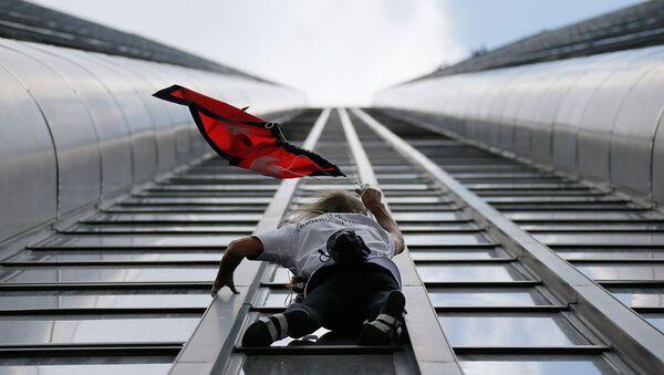 Alain Robert, Montparnasse Kulesi'ne tırmandı - Sputnik Türkiye