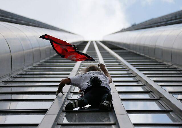Alain Robert, Montparnasse Kulesi'ne tırmandı