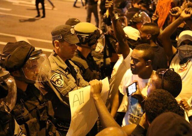 Etiyopya asıllı Yahudiler İsrail polisiyle çatıştı
