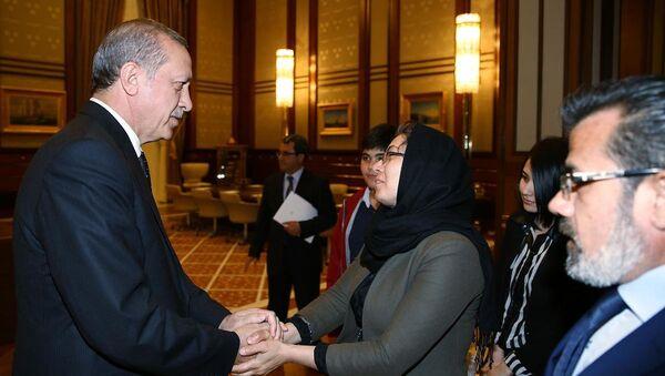 Cumhurbaşkanı Erdoğan, Özgecan'ın ailesini kabul etti - Sputnik Türkiye