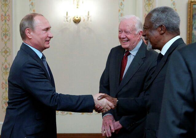 Eski dünya liderlerinin yer aldığı ve Küresel İhtiyar Heyeti olarak adlandırılan The Elders üyeleri,  Rusya Devlet Başkanı Vladimir Putin ve Dışişleri Bakanı Sergey Lavrov ile Moskova'da bir araya geldi.