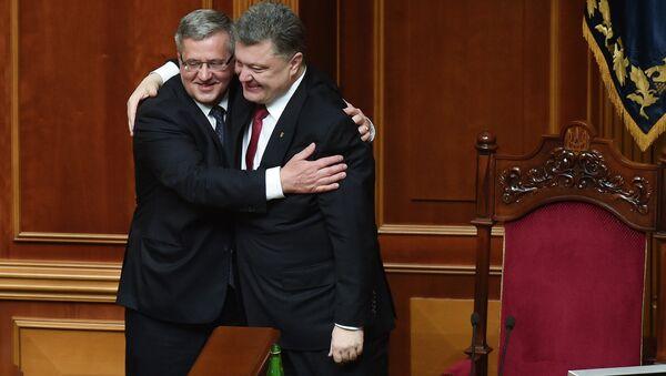 Polonya Devlet Başkanı Bronislav Komorowski, nisan başında Ukrayna parlamentosu oturumuna katılıp Devlet Başkanı Pyotr Poroşenko ile görüştü. - Sputnik Türkiye