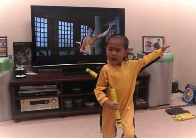 5 yaşındaki küçük  Bruce Lee