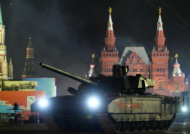 T-14 Armata tankları, Moskova'daki 'Zafer Günü' provalarında