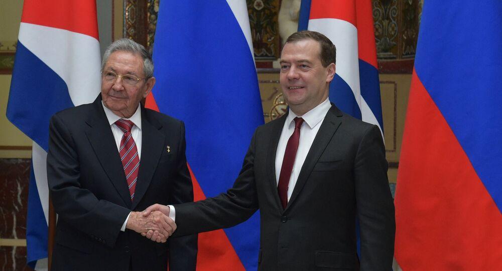 Rusya Başbakanı Dmitriy Medvedev ve Küba Devlet Başkanı Raul Castro