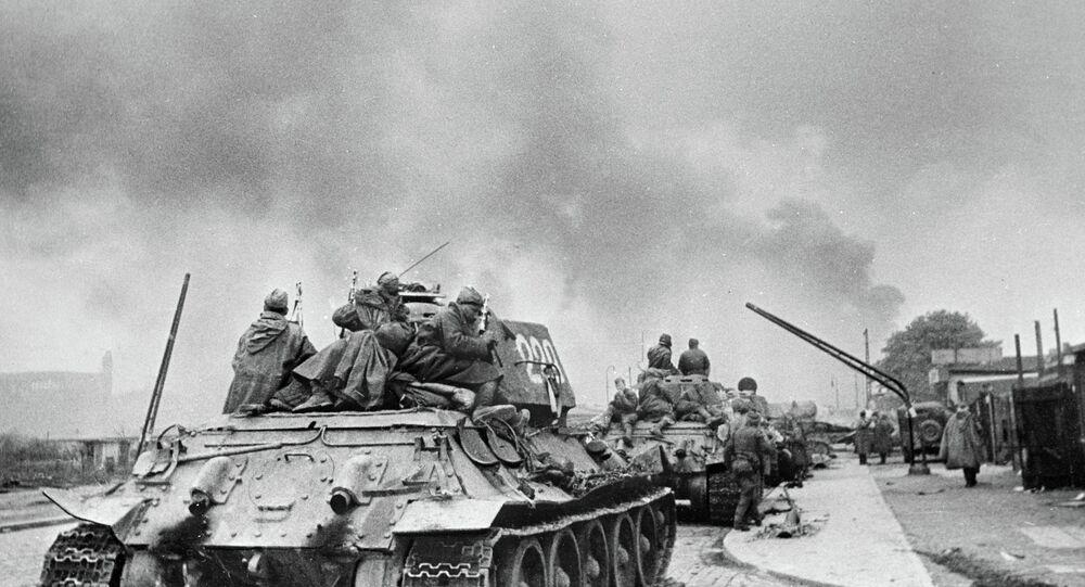Sovyet tankları Berlin'de
