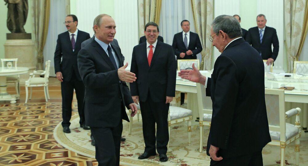 Rusya Devlet Başkanı Vladimir Putin ve Küba Devlet Başkanı Raul Castro