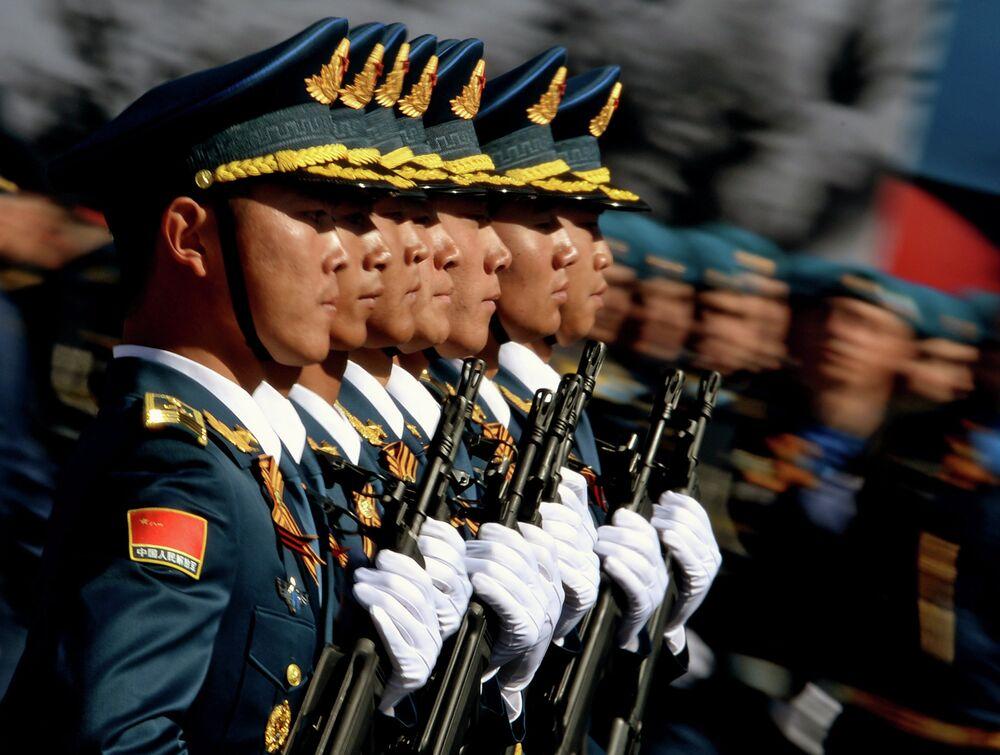 Çin Halk Kurtuluş Ordusu'na bağlı askerler